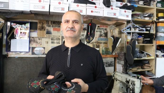 23 yıldır Bahçesaray'ın Reşik ayakkabısını üretiyor
