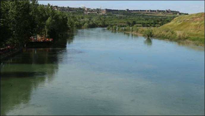 49 yıl sonra Dicle Nehri masmavi