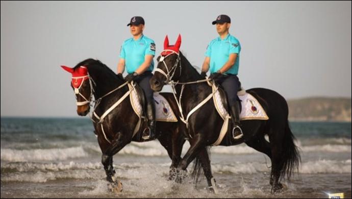 Atlı birlikler devriyede