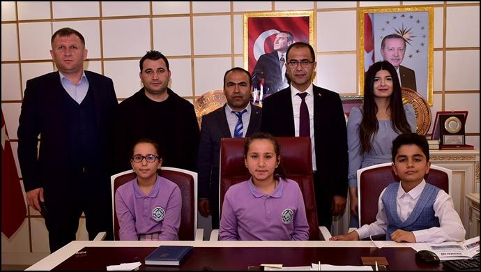 Başkan Aksak, koltuğunu çocuklara devretti