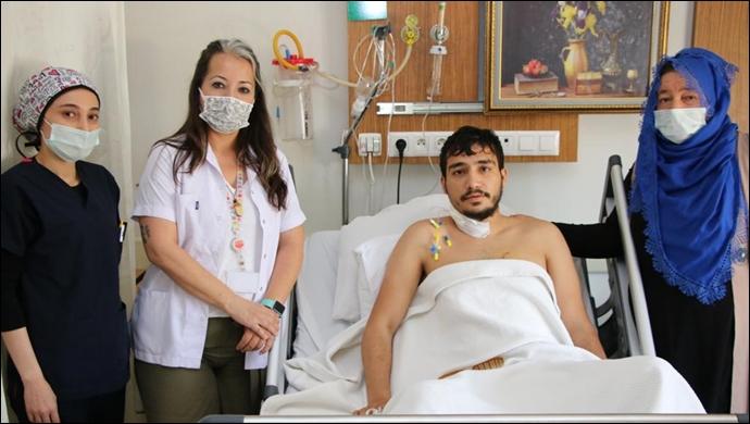 Bıcakla Yaranlanma Sonucu Kalbi Duran Genç hasta Hayata Döndü