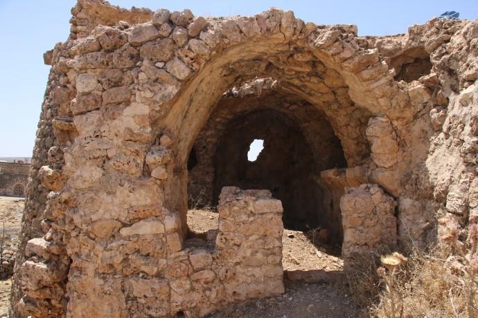Bin 400 yıllık kiliseyi ahıra çevirdiler