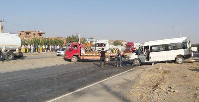 Bismil'de tekstil işçileri kaza yaptı: 2 ölü 15 yaralı