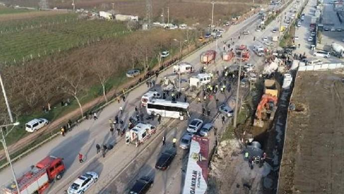 Bursa'da zincirleme kaza: 3 ölü, 21 yaralı