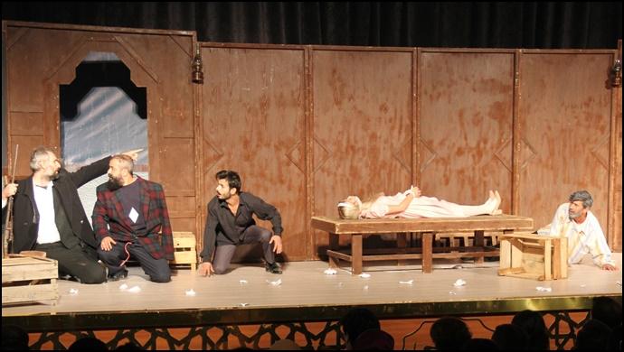 Büyükşehir Belediyesi Şehir Tiyatrosu Sezonun İlk Oyununu Sergiledi