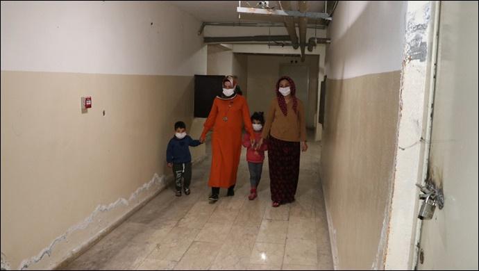 Büyükşehir'den iki çocuğuyla sokakta kalan anneye yardım eli!