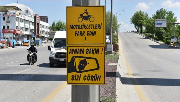 Büyükşehir'den motosiklet sürücüleri için farkındalık levhalar