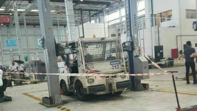 Çalışanların üzerine araç düştü: 1 İşçi hayatını kaybetti
