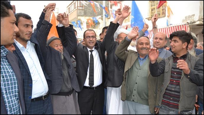 Ceylanpınar'daki Özbekler'den AK Aday Aksak'a Tam Destek