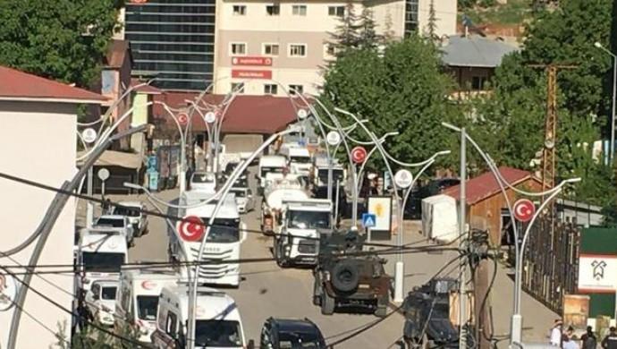 Çukurca'da kaymakamlık binasına bombalı saldırı