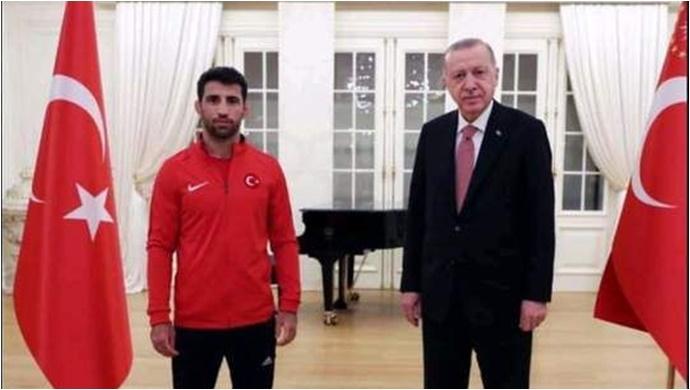 Cumhurbaşkanı Erdoğan, Urfalı milli sporcu Murat Fırat'ı kabul etti