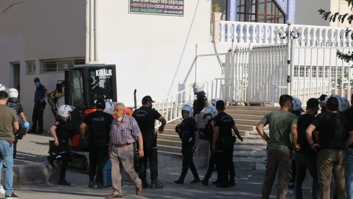 DEDAŞ, polis eşliğinde mahalleye girdi