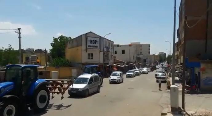 DEDAŞ'ı protesto eden çiftçilerden yol kapatma eylemi-(VİDEO)