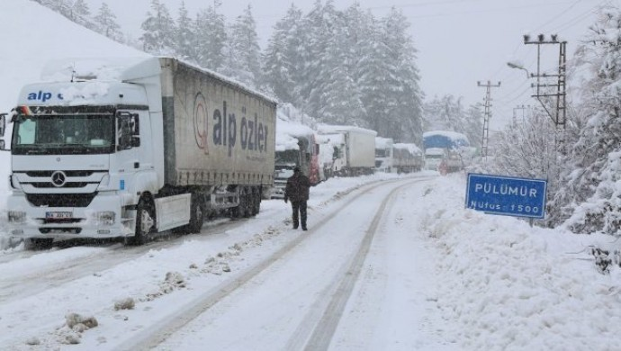 Dersim'de 31 köy yolu kardan kapandı