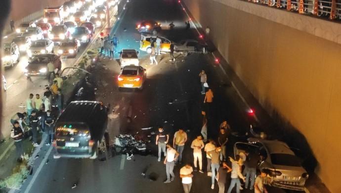 Diyarbakır'da kaza: 2 ölü, 8 yaralı