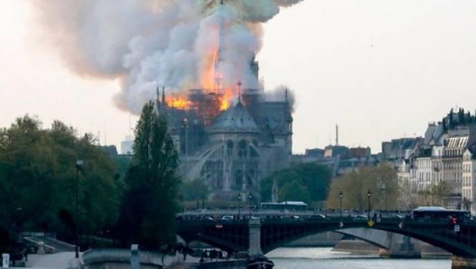 Dünyaca ünlü katedralde yangın