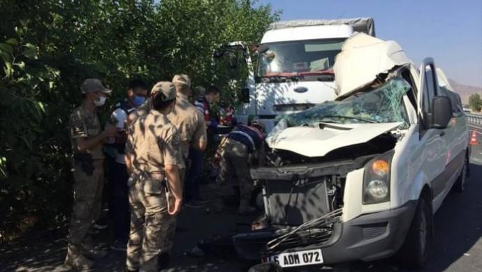 Elazığ'da kaza: 3 ölü, 12 yaralı