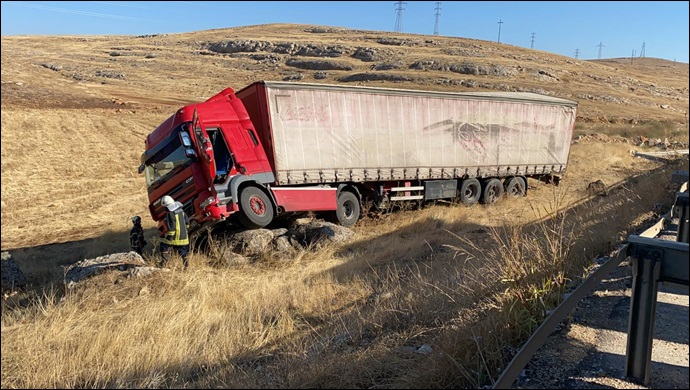 Eyyübiye'de tır kaza yaptı: Sürücüsü yaralandı!-(VİDEO)