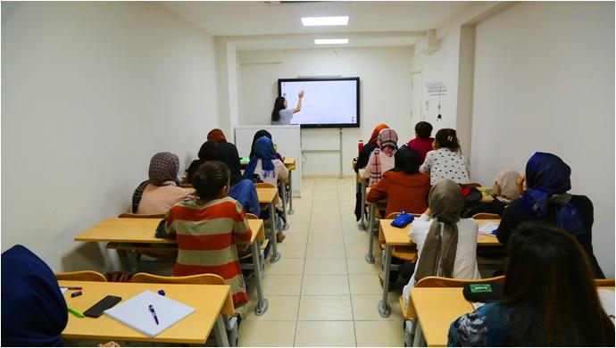 Gençler Üniversiteye Haliliye Belediyesi İle Hazırlanıyor