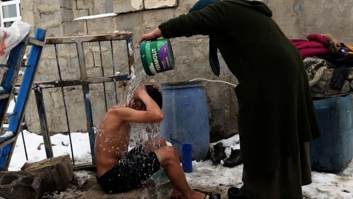 Günler sonra kar ve soğuk altında banyo yapmak!