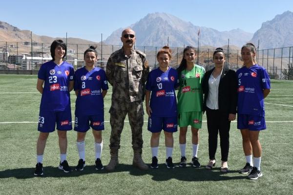 Hakkarigücü Kadın Futbol Takımı'nın yeni sponsoru İşbir Yatak