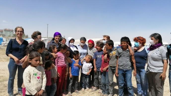 HDP'den tarım işçisi kadınlara ziyaret: Bizi de düşünenler varmış