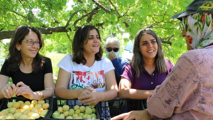 HDP'liler tarım işçisi kadınları ziyaret etti
