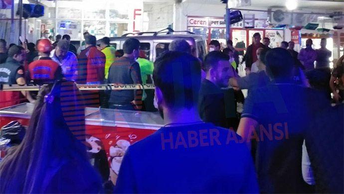 Hızını alamayan otomobil markete daldı! 7 kişi yaralandı