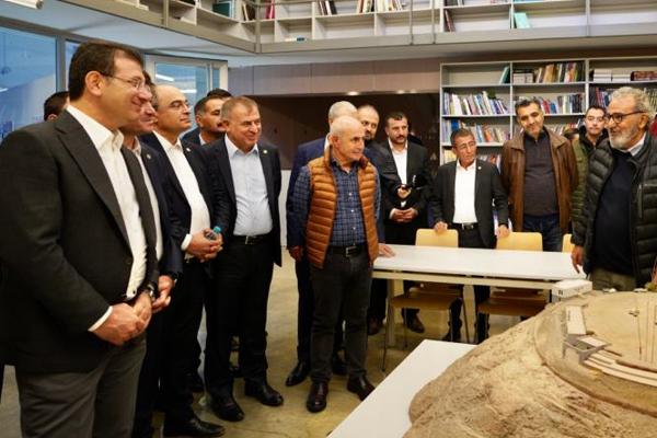 İmamoğlu, 'Baksı Müzesi'ni gezdi