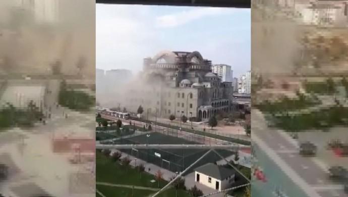 İnşaatı süren camide çökme: 2 işçi yaralandı, 1 işçi göçük altında