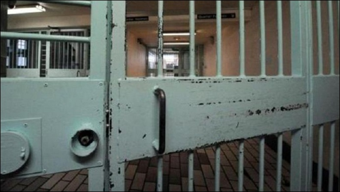 İran 242 mahkumu teslim etti