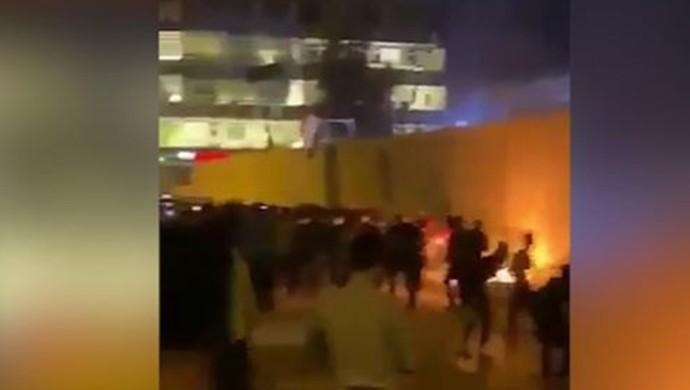 İran Konsolosluğu ateşe verildi
