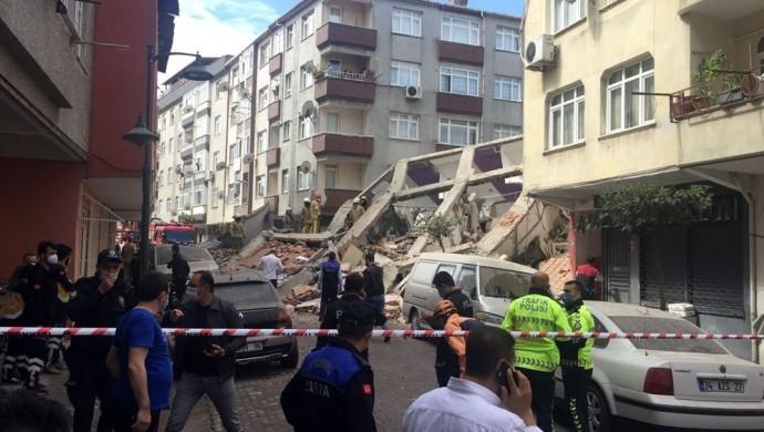 İstanbul 'da 5 katlı bina çöktü