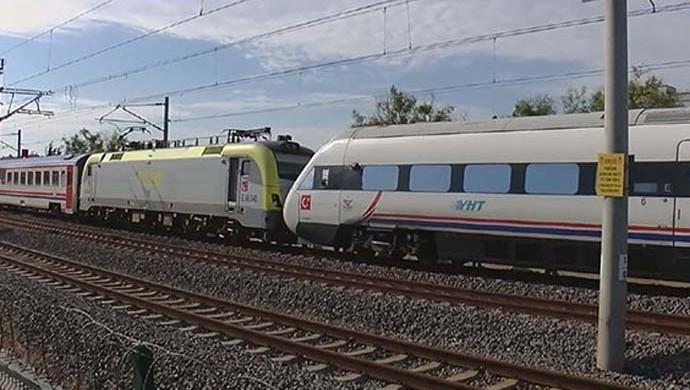 İstanbul'da hızlı tren kazası: Yaralılar var