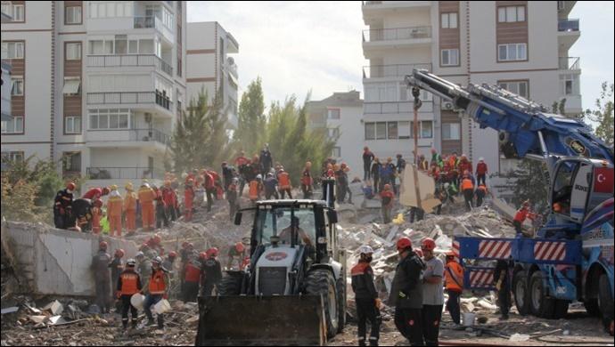 İzmir'de yaşamını yitirenlerin sayısı 62'ye yükseldi
