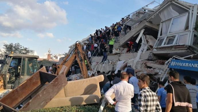 İzmir'e giriş ve çıkışlar durduruldu