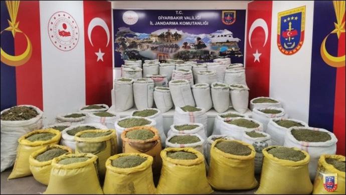 Jandarmadan Uyuşturucu Operasyonu:1 ton 723 kilo 500 gram toz esrar ele geçirildi