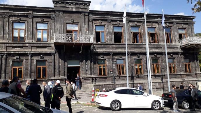 Kars Belediyesi'ne kayyım atandı