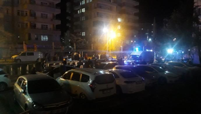 Kayapınar'da sitede silahlı kavga: 3 yaralı