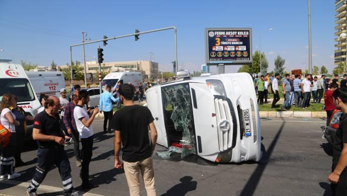 Kayapınar'da trafik kazası: 10 yaralı