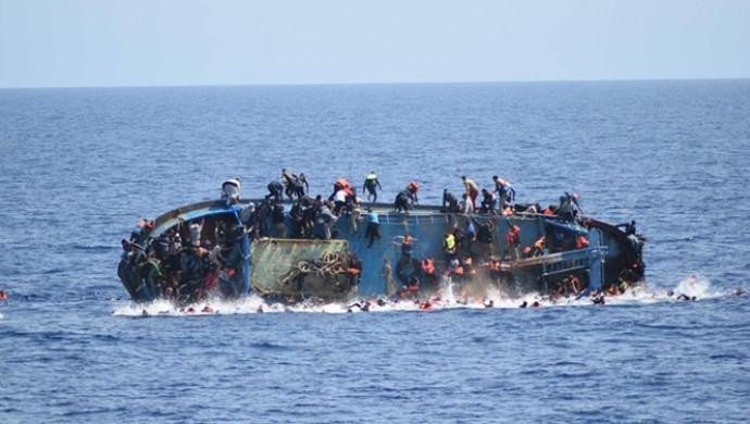 Libya açıklarında göçmen gemisi battı: 60 ölü