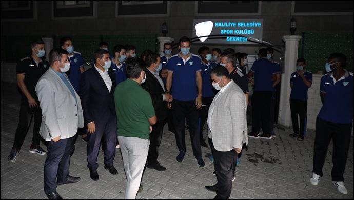 Ligin İlk Maçı Öncesi Başkan Canpolat'tan Sporculara Moral Ziyareti-(VİDEO)