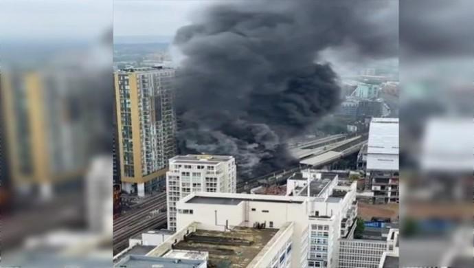 Londra metro istasyonu yakınında patlama
