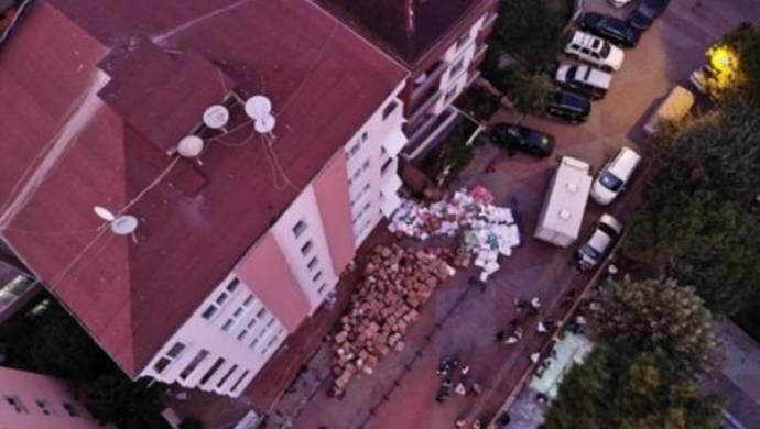 Maltepe'de çatlaklar oluşan bina boşaltıldı