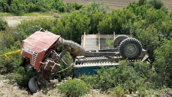Manisa'da traktör devrildi: 1 ölü