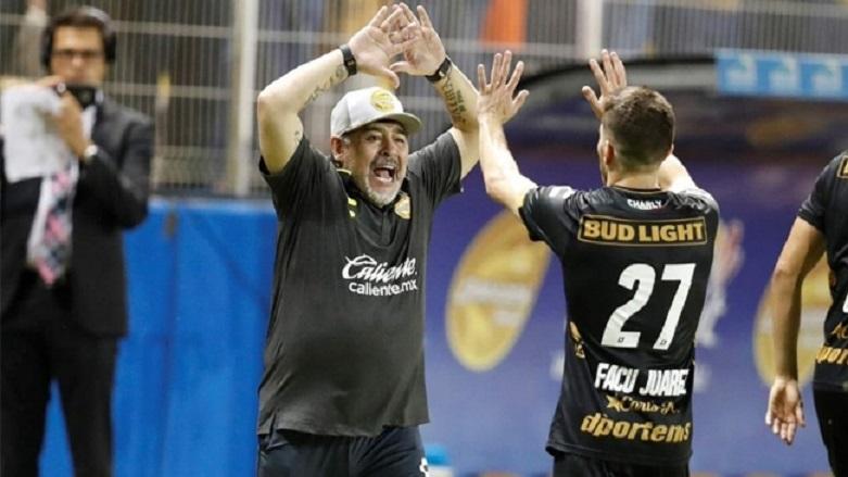 Maradona'nın takımı 4'ledi