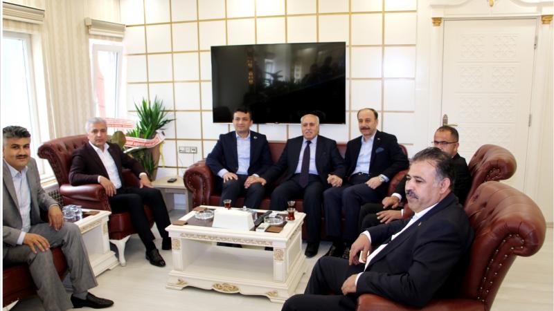 Mardin Yeşilli Belediye Başkanı, Belediye Başkanı Aksak'ı Ziyaret Etti