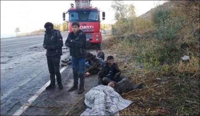 Mültecileri taşıyan araç kaza yaptı: 2 ölü, 31 yaralı