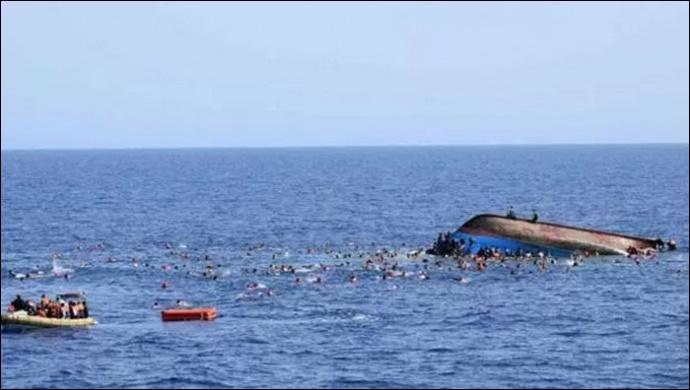 Mültecileri taşıyan bot alabora oldu: 43 ölü