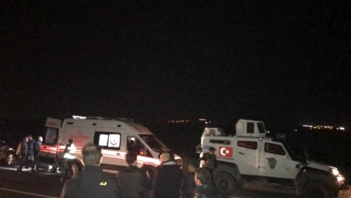 Nusaybin'de zırhlı aracın geçişi sırasında patlama: 2 polis yaralandı
